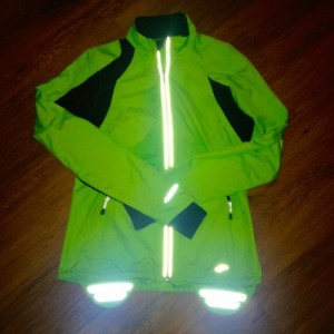 Brooks Nightlife Essential Run Jacket II with flash reflection